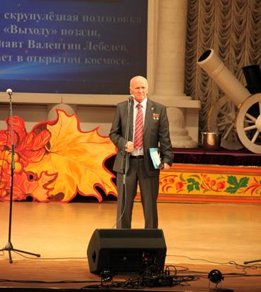 Лётчик-космонавт В.Лебедев